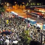 首相官邸前で数万人規模の大規模デモ