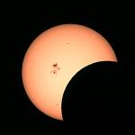部分日食と2192黒点群